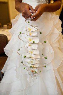Circle white bridal bouquet ~ by Bill Schaffer and Kristine Kratt of Schaffer Designs | BRIDAL BOUQUETS +