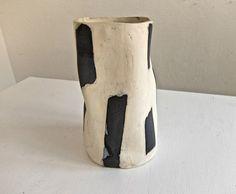 Handmade Ceramic Vase with Black Tape Pattern door RussellJanisTable