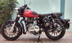 New Royal Enfield Classic 350 Wallpaper - Autos und Motorräder Royal Enfield Bullet, Royal Enfield Logo, Royal Enfield Classic 350cc, Enfield Bike, Enfield Motorcycle, Motorcycle Style, Motorcycle Helmets, Women Motorcycle, Royal Enfield Wallpapers