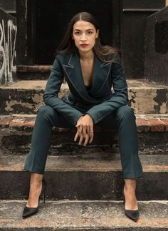 Not into politics but I'm all for AOC and what she brings to the table. Boss Lady, Girl Boss, Women Lawyer, Badass Women, Iconic Women, Photography Women, Looks Cool, Powerful Women, Business Women