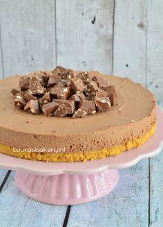 Aangezien het recept voor Toblerone taart al populair was voordat ik ook maar had gezegd wat ik nu precies ging maken, heb ik besloten om het recept maar snel online te zetten. Wat waren jullie nieuws