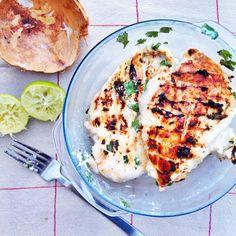 Idées barbecue ou plancha : Poulet mariné au lait de coco, coriandre, citron vert et gingembre.