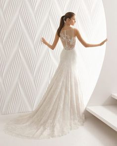 Abiti da sposa dal disegno eccezionale, ricchi di dettagli, pensati per enfatizzare la bellezza e personalità di ogni donna.