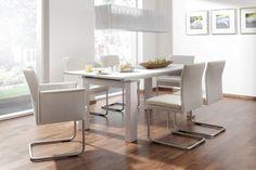 Stoły i wygodne krzesła. Casino Swing. Lloyd Loom Furniture Accente.