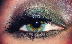 I need to find this eye shadow, it would look amazinnng against my hazel eyes.