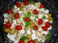 Receita de Salada Mix - 1 caixinha de grão de bico (pré pronta), 1 caixinha de seleta de legumes (pré pronta), 1 vidro de cebolinha em conserva, 200 g de aze...