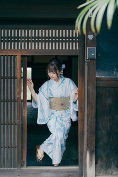 Female Pose Reference, Photo Reference, Hand Reference, Beautiful Japanese Girl, Cute Japanese, Japanese Geisha, Japanese Kimono, Traditional Kimono, Traditional Outfits