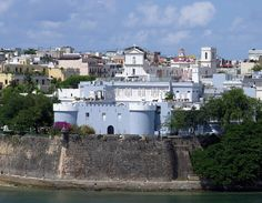 La Fortaleza, San Juan, the capital of Puerto Rico, is such a magnetic town, where you can come across an inspiring Caribbean charm, as well as plenty of historical landmarks and iconic sights to witness. Among them is La Fortaleza, which is the residence of the governor of the country.
