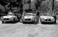 1952 Carrera Panamericana Mexico: Mercedes-Benz racing team (from left): Hermann Lang, Erwin Grupp, Karl Klink und Hans Klenk with a Mercedes-Benz 300 SL racing coupe (W 194), John Fitch and Eugen Geiger with a Mercedes-Benz 300 SL Roadster (W 194).