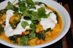 Und auch Laura's Mittwochsabend sieht lecker aus: Steckrüben-Curry mit Lauch, Grünkohl und Kichererbsen.