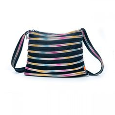 A great way to get to the gym is with Le Gym shoulder bag!