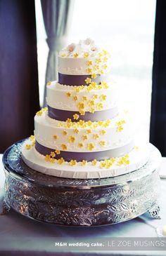 wedding cake/ yellow and gray