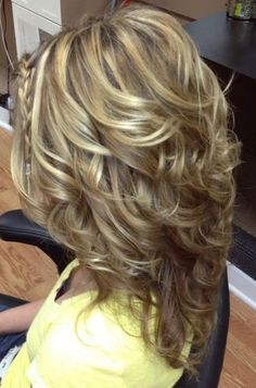 How do I get my curls to look like this? If you want a natural new median layered hair cuts from summer to fall, why not try these medium layered hair cuts hair styles or colors? There are a ton of options for you to choose. Check out! Medium Length Hair Cuts With Layers, Long Hair Short Layers, Short Bobs, Long Curly, Medium Layered Haircuts, Layered Haircuts Shoulder Length, Layered Bobs, Wavy Layered Hair, Layered Curls
