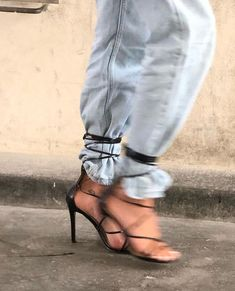 Style Fashion Tips .Style Fashion Tips Dolce & Gabbana, Mode Vintage, Elie Saab, Me Too Shoes, Fashion Tips, Fashion Trends, 2000s Fashion, Fashion Decor, Office Fashion