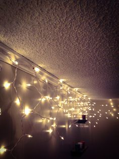 1000 images about daydream fairytale on pinterest for Creative ways to hang christmas lights indoors