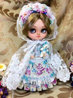 Je vous présente ma nouvelle poupée GERDA, qui est un modèle unique. Son visage expressif de charmes ! Il s'agit d'une poupée ICY entièrement personnalisé maquillage par Nexbet créations. Cest ma premiere GERDA personnalisé...  ゜・。。・゜゜・。。・゜☆゜・。。・゜゜・。。・゜☆゜・。。・゜゜・。。・゜☆゜・。。・゜゜・。。・゜    Elle est livrée avec :  -Son corps Stock.  -Sa perruque.  -Ses yeux -Son nez a été sculpté avec beaucoup de soin pour le rendre plus réaliste.  Elle sera livré avec tous les vêtements qui sont sur les photos Il…