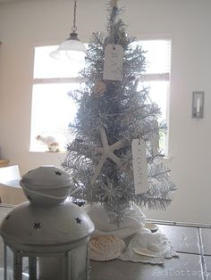 Beach house Christmas tree...love it.