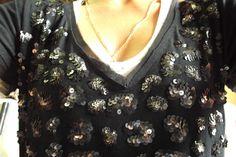 Blusa de malha bordada com paetes diversos.  By teca.