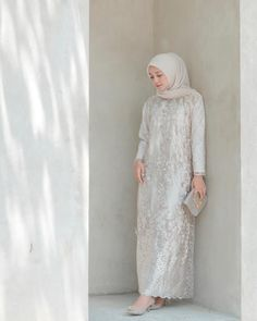 Image may contain: 1 person, standing Hijab Gown, Hijab Dress Party, Hijab Style Dress, Casual Hijab Outfit, Kebaya Modern Hijab, Kebaya Hijab, Dress Brokat Muslim, Muslim Dress, Kebaya Muslim