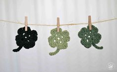 The Easiest Shamrock Crochet Pattern Ever - free pattern and tutorial! Alternate: Magic circle, then ch 11 part of pattern Crochet Squares, Crochet Motif, Irish Crochet, Crochet Yarn, Crochet Stitches, Crochet Patterns, Crochet Garland, Crochet Appliques, Cute Crochet
