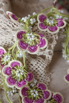 oya crochet motif - could I duplicate this in traditional crochet??