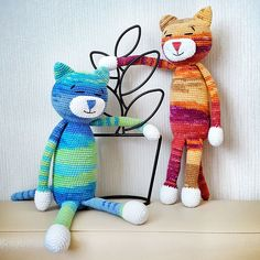 This classic ami cat is easy-to-create and perfect to start with if you're a beginner. The size of finished amigurumi toy is about 33-36 cm.