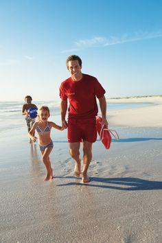 Mehr als 70 Ehrenamtliche der DLRG investieren alljährlich ihren Urlaub, um Familien mit den DLRG/NIVEA Strandfesten über Gefahren im Wasser und in der Sonne aufzuklären. #nivea #dlrg #sicherheit #wasser