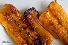 No more hard, dry, burned plantain. Finally, got the perfect recipe from my veggie vendor - Finger-Lickin' Good Plantain Fried Plantain Chips Recipe, Plantain Recipes, How To Cook Plantains, Pollo Tropical, Banane Plantain, Trinidad Recipes, Trini Food, Caribbean Recipes, Eating Clean