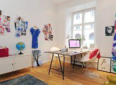 Pokój do pracy z biurkiem na koziołkach - Pokój do pracy - Styl Nowoczesny - Aranżacja i wystrój wnętrz - Dom z pomysłem