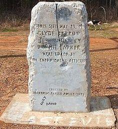 Bonnie Parker og Clyde Barrow's gravsten.