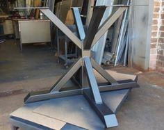 Moderna Base de mesa X para Plaza o mesa redonda por DVAMetal
