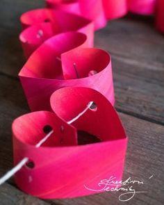 Valentine's day decoration: heart-shaped garland Valentine's day decorations – Perfect Decoration For Lovers Valentines Day Decorations, Valentine Day Crafts, Love Valentines, La Girl, Boyfriend Crafts, Love Craft, Valentine's Day Diy, Tutorial, Porch Decorating