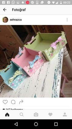 Best 12 Simple and Beginner-Friendly Watercolor Ideas Crate Crafts, Recycled Crafts, Diy And Crafts, Wood Crates, Wood Boxes, Decoupage Furniture, Block Craft, Decoupage Vintage, Diy Box