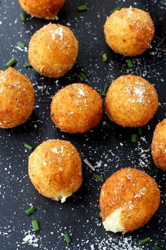 These Fried Mashed Potato Balls are super creamy on the inside and crispy on the outside! A perfect appetizer recipe for using up leftover mashed potatoes! Fried Mashed Potatoes, Leftover Mashed Potatoes, Mashed Potato Recipes, Potato Dishes, Potato Food, Tapas, Deep Fryer Recipes, Leftovers Recipes, Best Appetizers