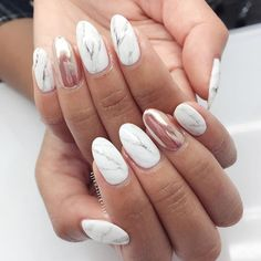 Marble + Rose Gold Accents Hand Model : @leilaniphan Book your appointment today @blackfilenails Nail Art by @ricekittynails #ricekittynails #blackfilenails #marblenails #chromenails #rosegold #rosegoldnails