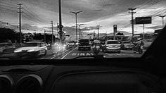 """A loucura da cidade grande"" #fotodecelular #photography #pretoebranco #ascontasnaoparam #fortaleza"