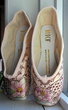 gorgeous slippers www.theworlddances.com/ #costumes #pointeshoes #dance