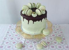 Pistachio Cake, Bakery, Cheesecake, Cupcakes, Food, Cake Ideas, Dessert Ideas, Meal, Bakery Shops
