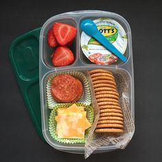 Homemade Lunchables are a big hit this week. Packed in EasyLunchboxes are: straw… Homemade Lunchables are a big hit this week. Packed in EasyLunchboxes are: strawberries, Mott's® applesauce, pepperoni, cheese and whole wheat crackers. Enjoy your Tuesday! Lunch Meal Prep, Healthy Meal Prep, Healthy Snacks, Healthy Eating, Healthy Recipes, Low Fat Snacks, Detox Recipes, Lunch Time, Healthy Kids