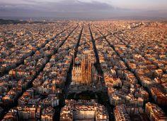 Sagrada Familia e entorno, Barcelona, Espanha. Imagem © Amos Chapple