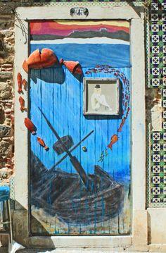 Sesimbra, Portugal door· good idea for my bathroom !