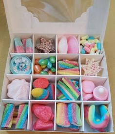 A beautiful unicorn🦄🦄 rainbow sweet gift box 🌈🌈🌈, contains 16 compartments of unicorn & rainbow themed sweets (sweets may vary slightly). Tied with ribbon & a unicorn horn lollipop included (colour may vary). A beautiful white box ☄☄☄, measuring x Candy Gift Box, Candy Boxes, Candy Gifts, Box Of Candy, Chocolate Gift Boxes, Chocolate Sweets, Diy Birthday, Birthday Gifts, Cute Gifts