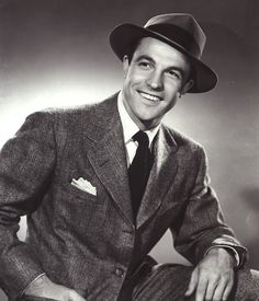 Gene Kelly <3 he was such a handsome guy in his day