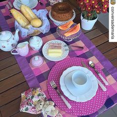 Bom dia, meninas! Mesa linda da minha cliente Ana Maria @conversademaria usando nosso trilho xadrez e capinhas para sousplat coração rosa, ela arrasa sempre nas combinações, adoroo suas mesas Ana.  #Repost @conversademaria (via @repostapp) ・・・ Bom diaaaa!!!! Café da manhã no clima junino e do dia dos namorados!!!!  #somosmeseiras_mixdeestampas #mesasdobrasil_mesaromantica #semanamesahits_maxifloral #mesacomamor #mesahits #maecasei #celebrarcomestilo #festejarcomamor #festejand...