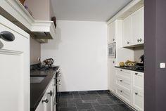 VRI interieur landelijke keuken modern wit met houten laden en fornuis