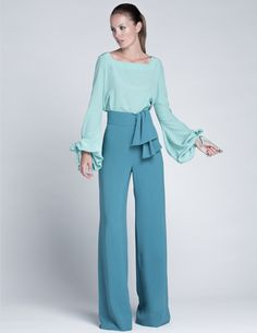 Silhouette and style, not so much the colors Fashion Mode, Look Fashion, Fashion Outfits, Womens Fashion, Look Formal, Mode Hijab, Wide Leg Jeans, Dress To Impress, Ideias Fashion