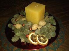 Szybki stroik świąteczny...kilka szyszek, świeczka, suszona pomarańcza i gotowe:-)