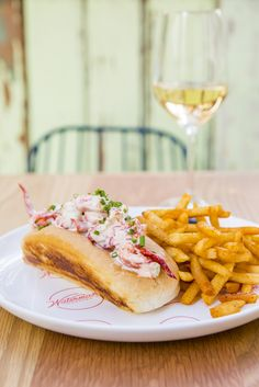 The Connecticut lobster roll from Waterman's Lobster Co Cheesesteak, Uber, Connecticut, Hot Dog Buns, Sydney, Rolls, Eat, Ethnic Recipes, Food