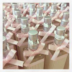 Lembrancinha home spray de 50ml para maternidade ou chá de bebê com ursinho - Modelo 4 - http://www.designetal.com.br/2013/11/lembrancinha-4-e-6-home-spray-de-50-ml.html