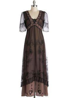 1920s Fashion - Walking on Era Dress in Noir